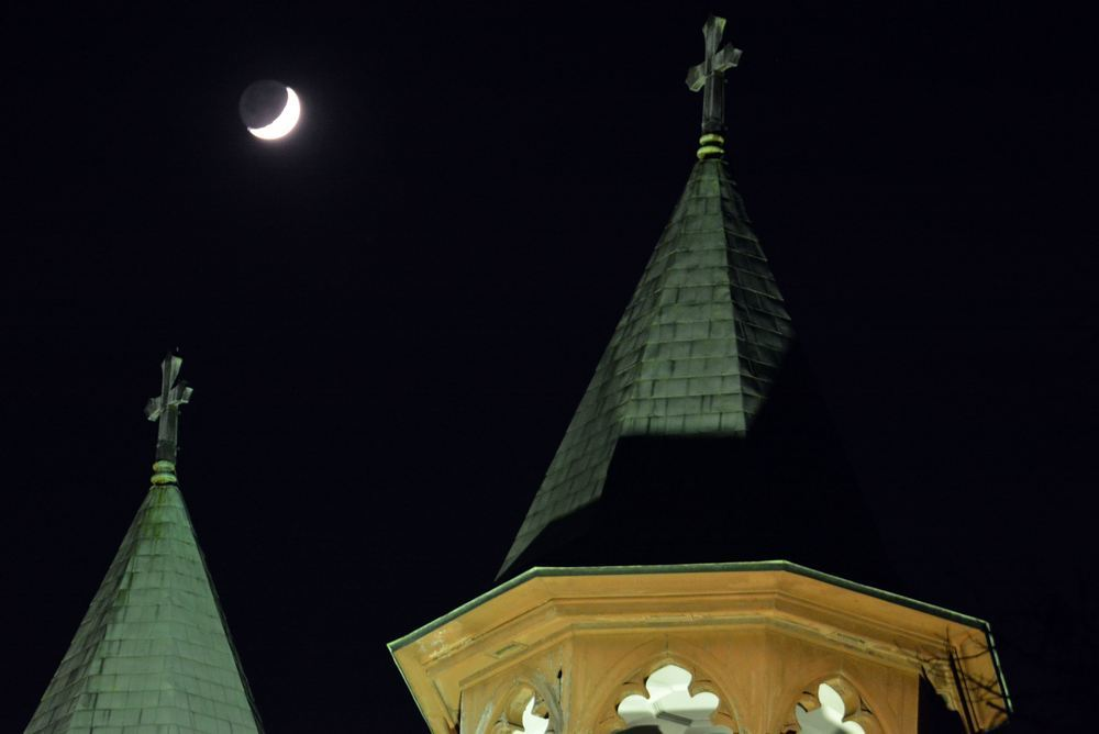 聖ヨハネ教会堂と月_e0373930_20062467.jpg