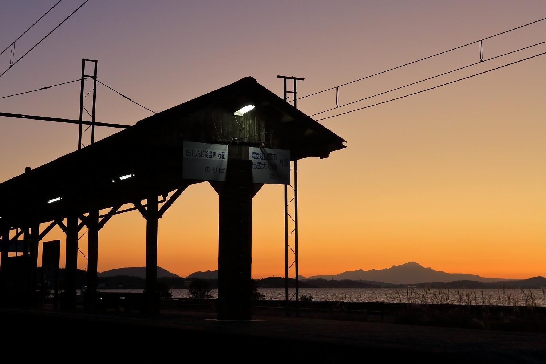 秋鹿町駅と大山_a0294534_19425063.jpg