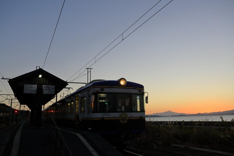 秋鹿町駅と大山_a0294534_19432641.jpg