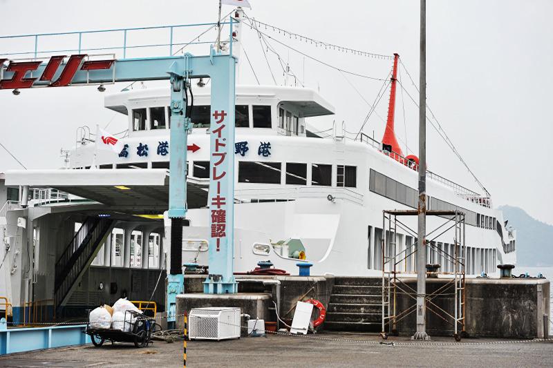 宇野港から高松港までフェリーでの船旅 ①_d0246136_00291980.jpg