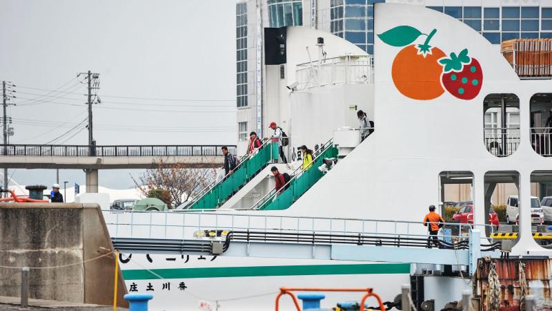 宇野港から高松港までフェリーでの船旅 ①_d0246136_00294236.jpg