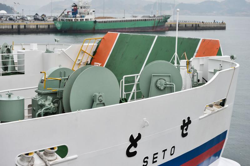 宇野港から高松港までフェリーでの船旅 ①_d0246136_00581027.jpg