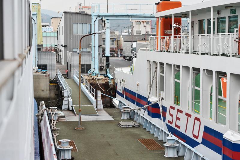 宇野港から高松港までフェリーでの船旅 ①_d0246136_00581546.jpg