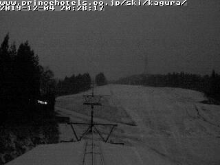 2019年12月4日 夜のかぐらスキー場ライブカメラ みつまたエリアが白くなってきました!_e0037849_20534132.jpg