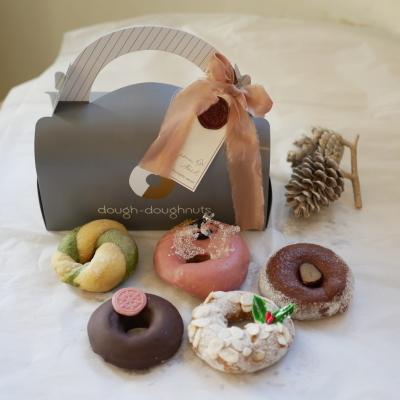 「クリスマスドーナツセット2019」 12月6日より予約受付いたします!_a0221457_17001918.jpg