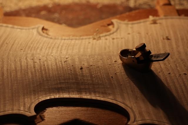 次回作ヴァイオリン、製作中です。_d0047461_18532727.jpg