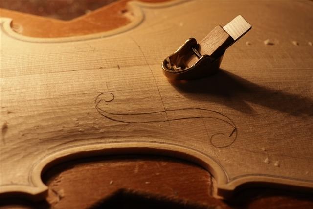 次回作ヴァイオリン、製作中です。_d0047461_18532754.jpg