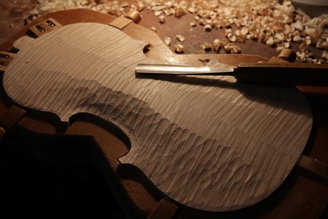 次回作ヴァイオリン、製作中です。_d0047461_18532788.jpg