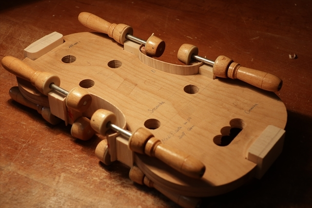 次回作ヴァイオリン、製作中です。_d0047461_18532806.jpg