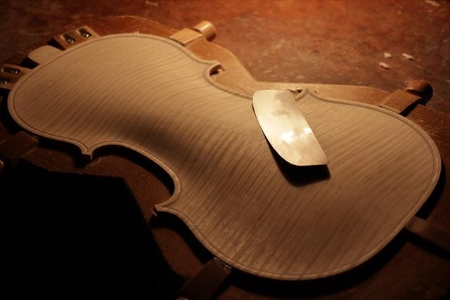 次回作ヴァイオリン、製作中です。_d0047461_18532829.jpg