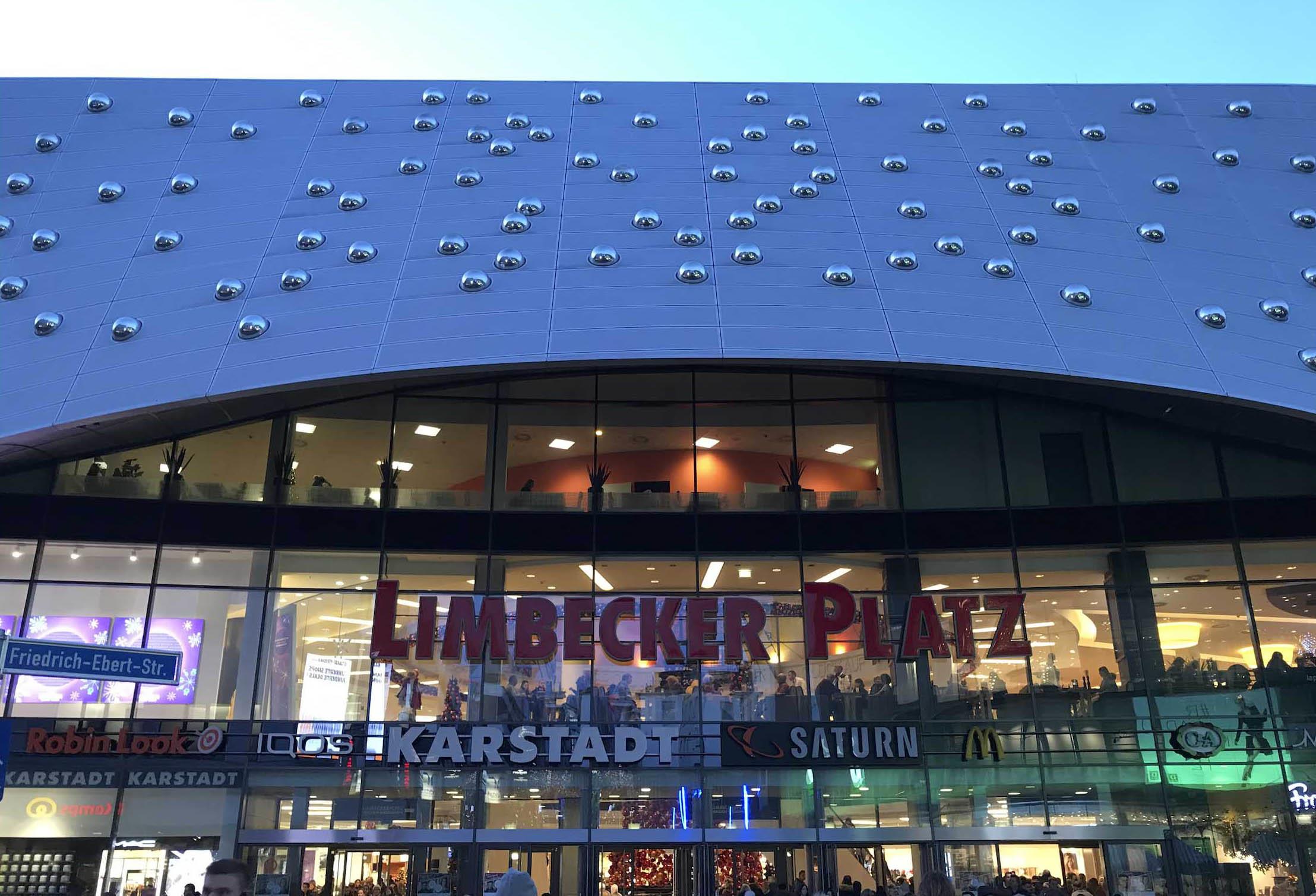 エッセン市のショッピングモールが Futura_f0144064_04445883.jpg