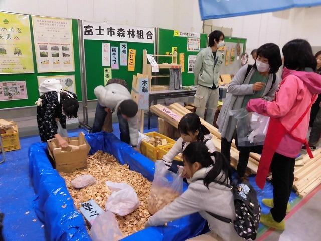 紙ストローと「SDGs」のアイコンが印象的! 第13回富士市環境フェア_f0141310_07511103.jpg