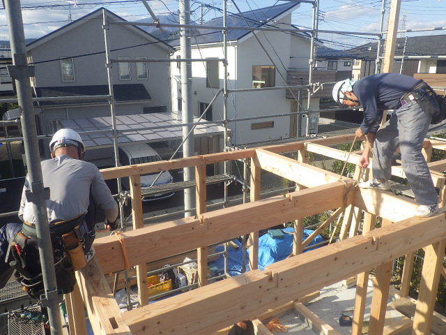 滝沢 穴口の家 建て方作業開始です!_f0105112_04184027.jpg