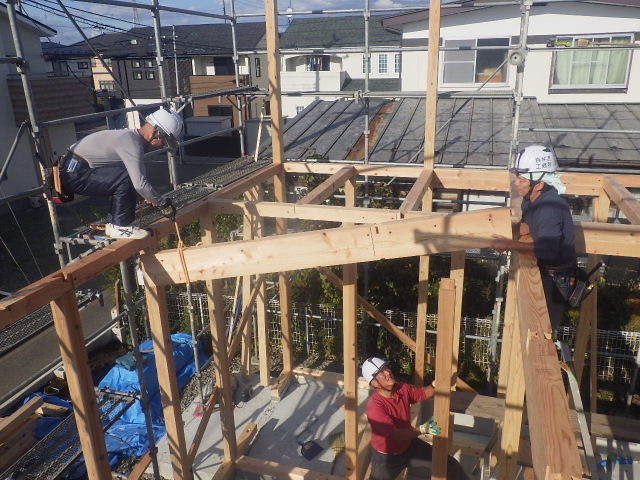 滝沢 穴口の家 建て方作業開始です!_f0105112_04184070.jpg