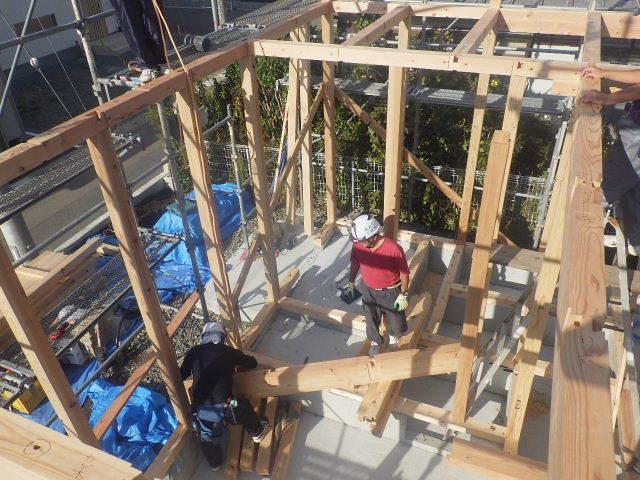 滝沢 穴口の家 建て方作業開始です!_f0105112_04184098.jpg