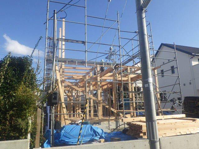 滝沢 穴口の家 建て方作業開始です!_f0105112_04232829.jpg