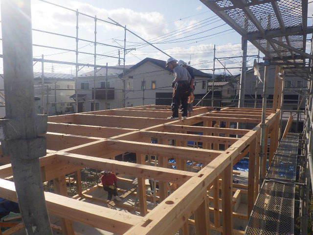 滝沢 穴口の家 建て方作業開始です!_f0105112_04232880.jpg