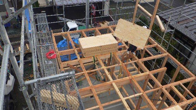 滝沢 穴口の家 建て方作業開始です!_f0105112_04232886.jpg