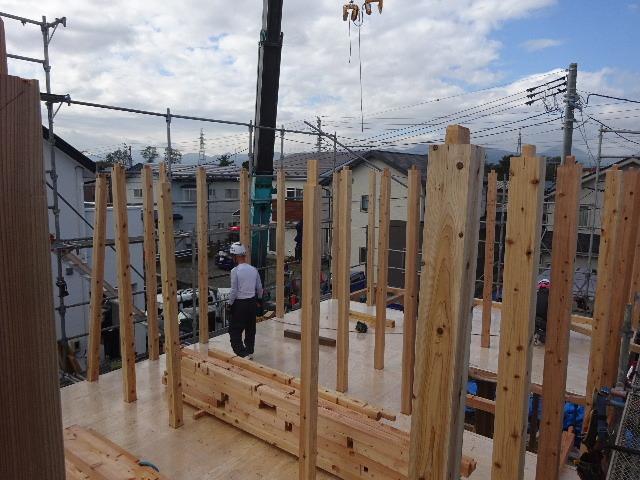 滝沢 穴口の家 建て方作業開始です!_f0105112_04294365.jpg