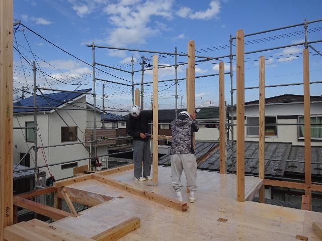 滝沢 穴口の家 建て方作業開始です!_f0105112_04294391.jpg