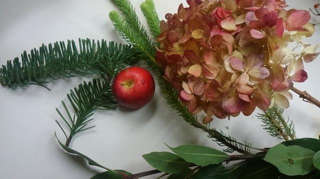 姫りんごのクリスマスミニアレンジ_b0196913_18521242.jpg