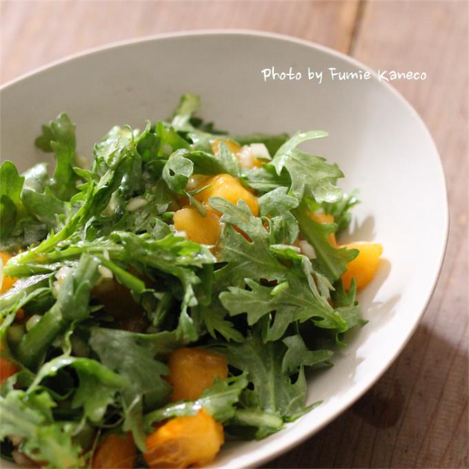 柿と春菊のサラダ_f0235919_13562664.jpg