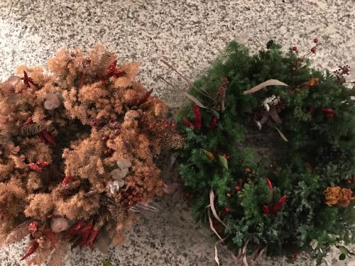 クリスマスリース  今年の出来栄えは?_e0137223_17112537.jpg