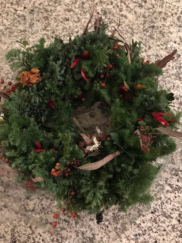 クリスマスリース  今年の出来栄えは?_e0137223_17121036.jpg