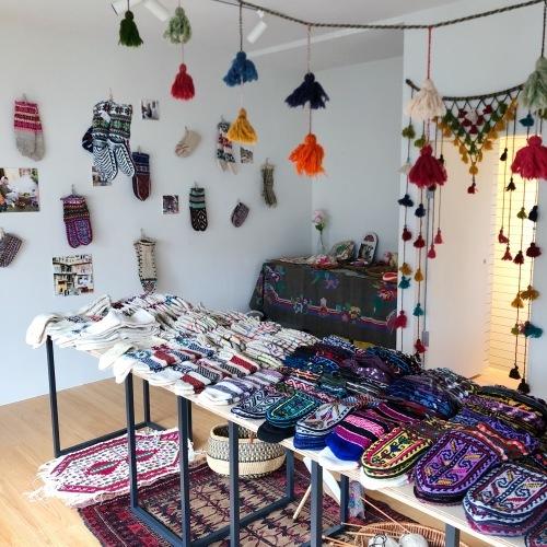 イランの手編み靴下 東京おかっぱちゃんハウス_d0156336_01375155.jpg