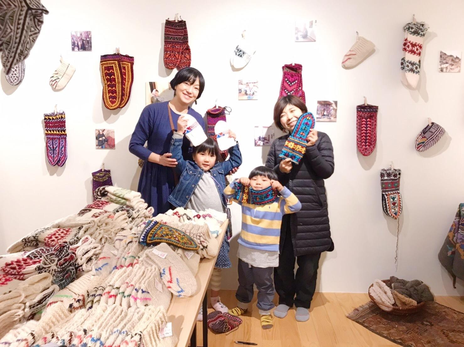 イランの手編み靴下 東京おかっぱちゃんハウス_d0156336_01395143.jpg