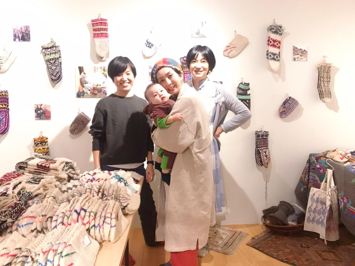 イランの手編み靴下 東京おかっぱちゃんハウス_d0156336_01401143.jpg
