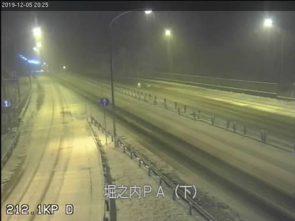 2019年12月5日 雪は降ってくるのか!?夜のかぐらスキー場ライブカメラ_e0037849_21463395.jpg