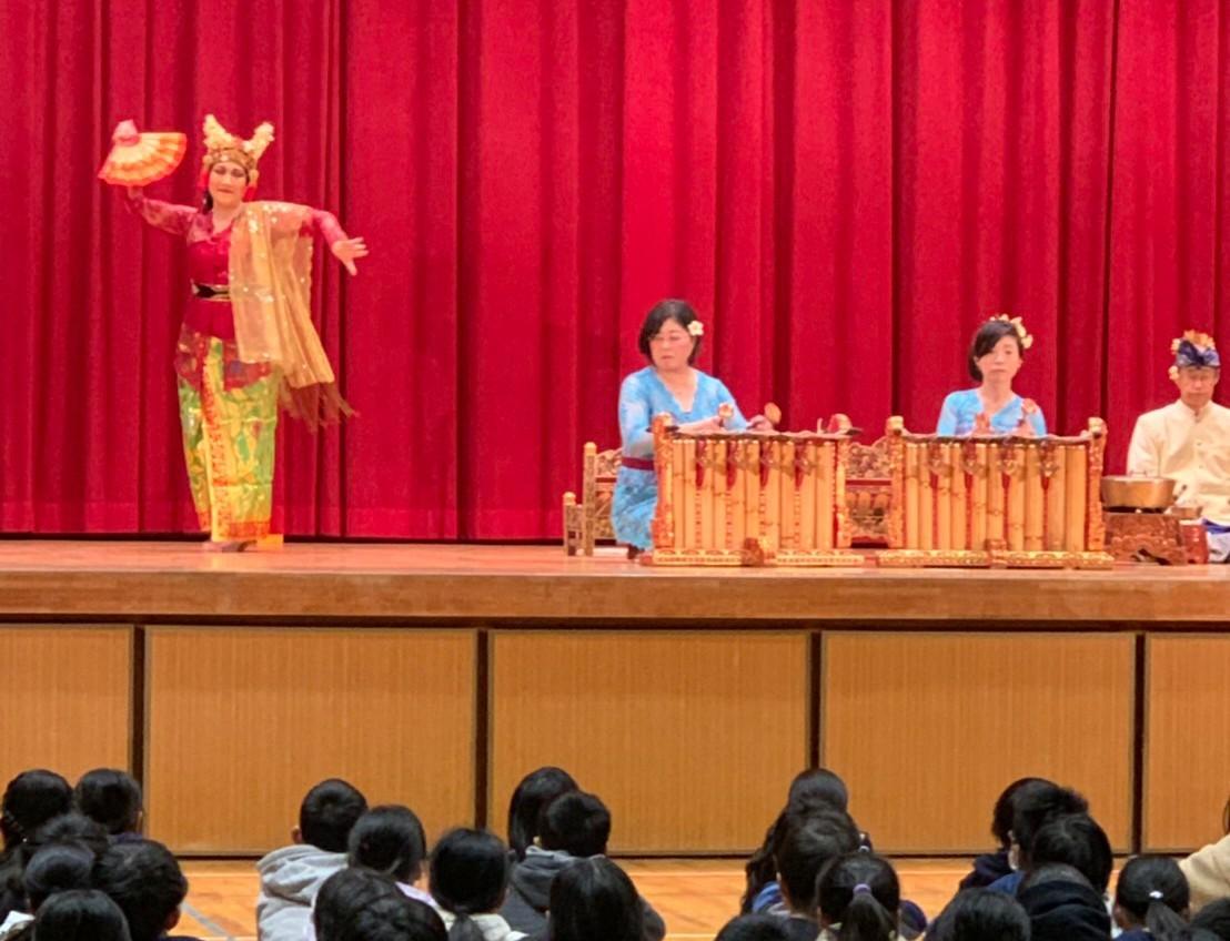 小学校でのガムラン特別授業_e0017689_15025486.jpg