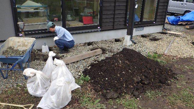 花巻の家 仕上げの作業が進行中です!_f0105112_04302401.jpg