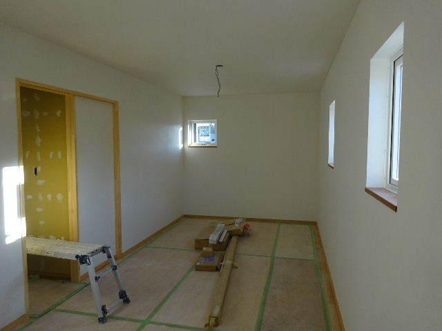 花巻の家 仕上げの作業が進行中です!_f0105112_04354606.jpg