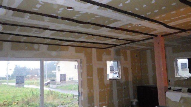 花巻の家 仕上げの作業が進行中です!_f0105112_04354645.jpg