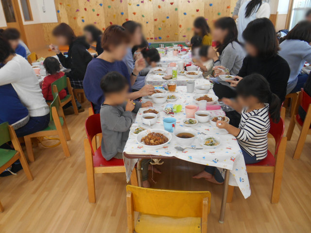 くま組 保育参観と給食懇談会_e0148419_163114.jpg