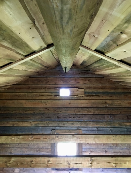 ログハウス、内壁が整いました/ The Interior Walls Are Done At The Log Cabin_e0310424_11115264.jpeg