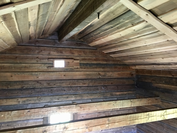 ログハウス、内壁が整いました/ The Interior Walls Are Done At The Log Cabin_e0310424_11420125.jpeg