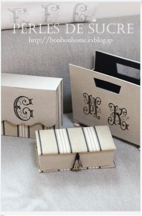 自宅レッスン コスメスタンド マガジンラック ブック型の箱 三角蓋の実用ダストボックス_f0199750_21315026.jpg