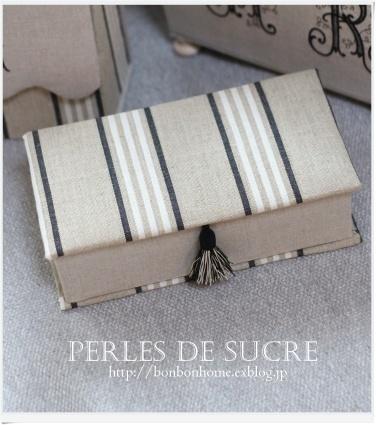 自宅レッスン コスメスタンド マガジンラック ブック型の箱 三角蓋の実用ダストボックス_f0199750_21315686.jpg