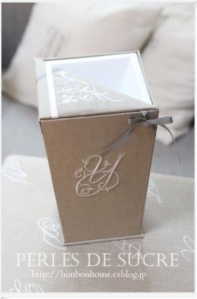自宅レッスン コスメスタンド マガジンラック ブック型の箱 三角蓋の実用ダストボックス_f0199750_21320948.jpg