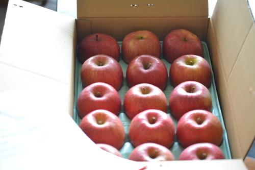 嬉しい林檎とお花♪_b0307951_21285936.jpg