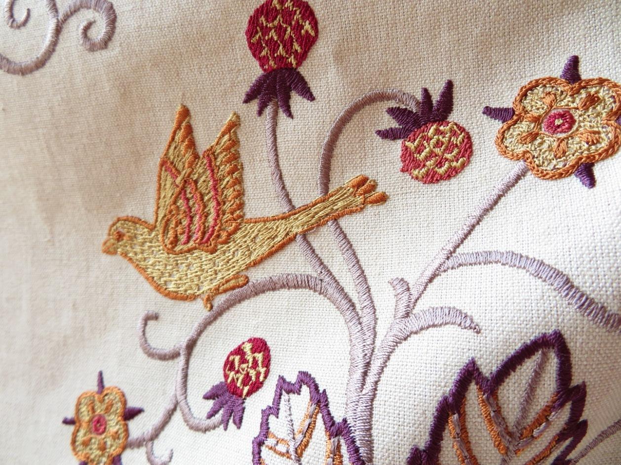 モリス 刺繍生地『ニューイル』 モリス正規販売店のブライト_c0157866_21032053.jpg