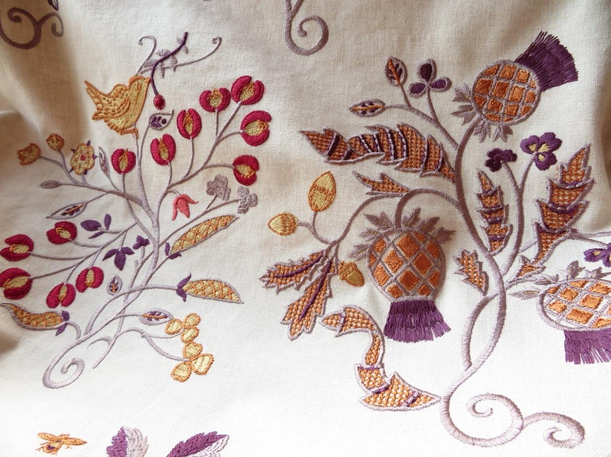 モリス 刺繍生地『ニューイル』 モリス正規販売店のブライト_c0157866_21035307.jpg