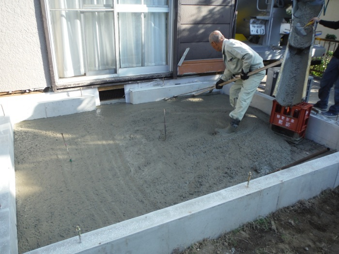 6畳間増築 ~ 基礎コンクリート打。_d0165368_04274324.jpg
