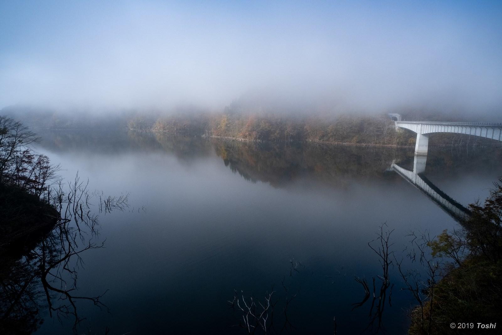 霧の徳山ダム 2_c0350572_21430250.jpg
