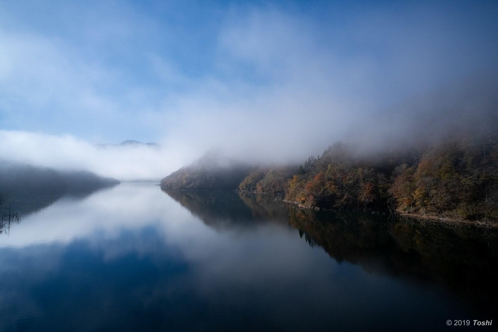 霧の徳山ダム 2_c0350572_21432312.jpg