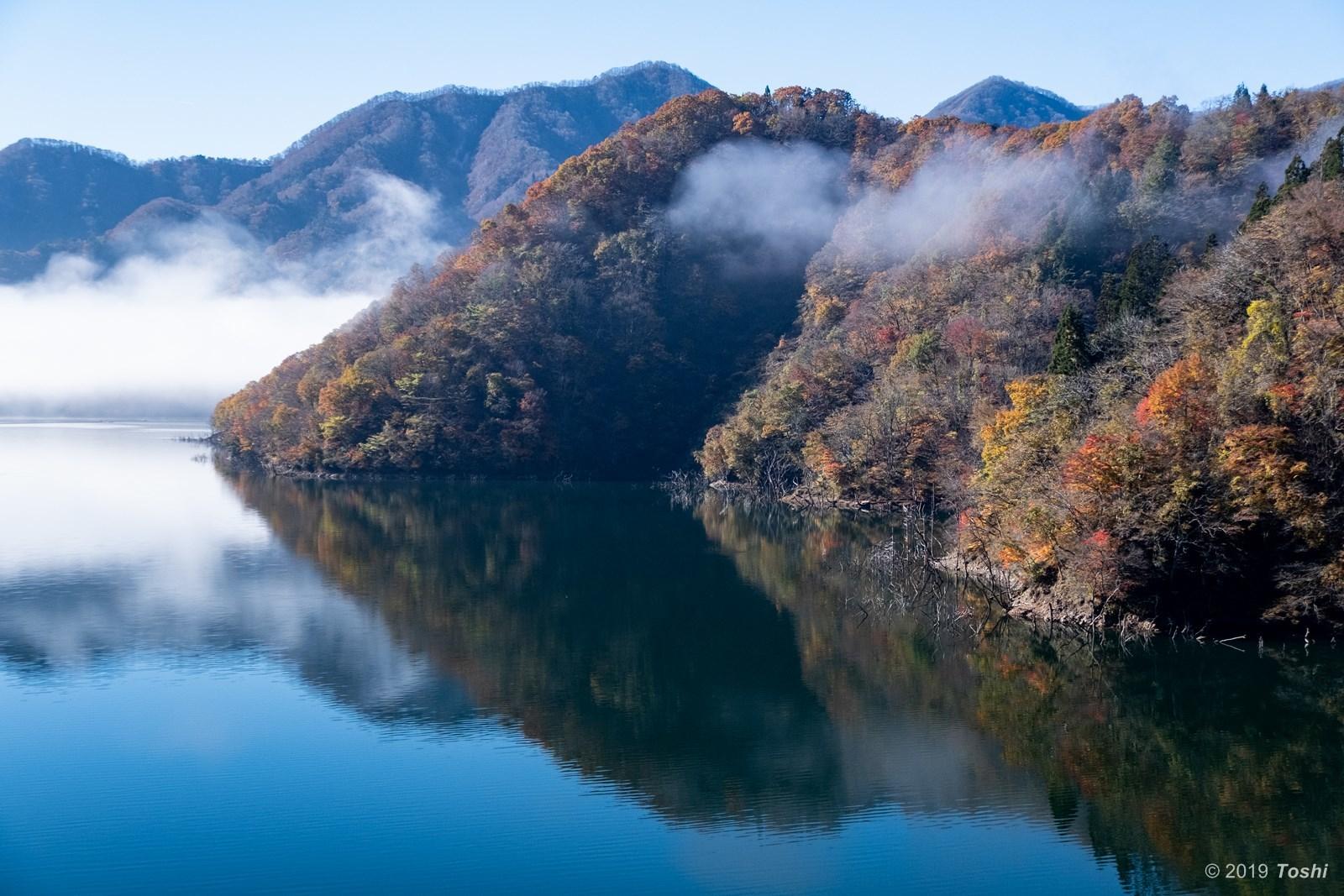 霧の徳山ダム 2_c0350572_21434490.jpg
