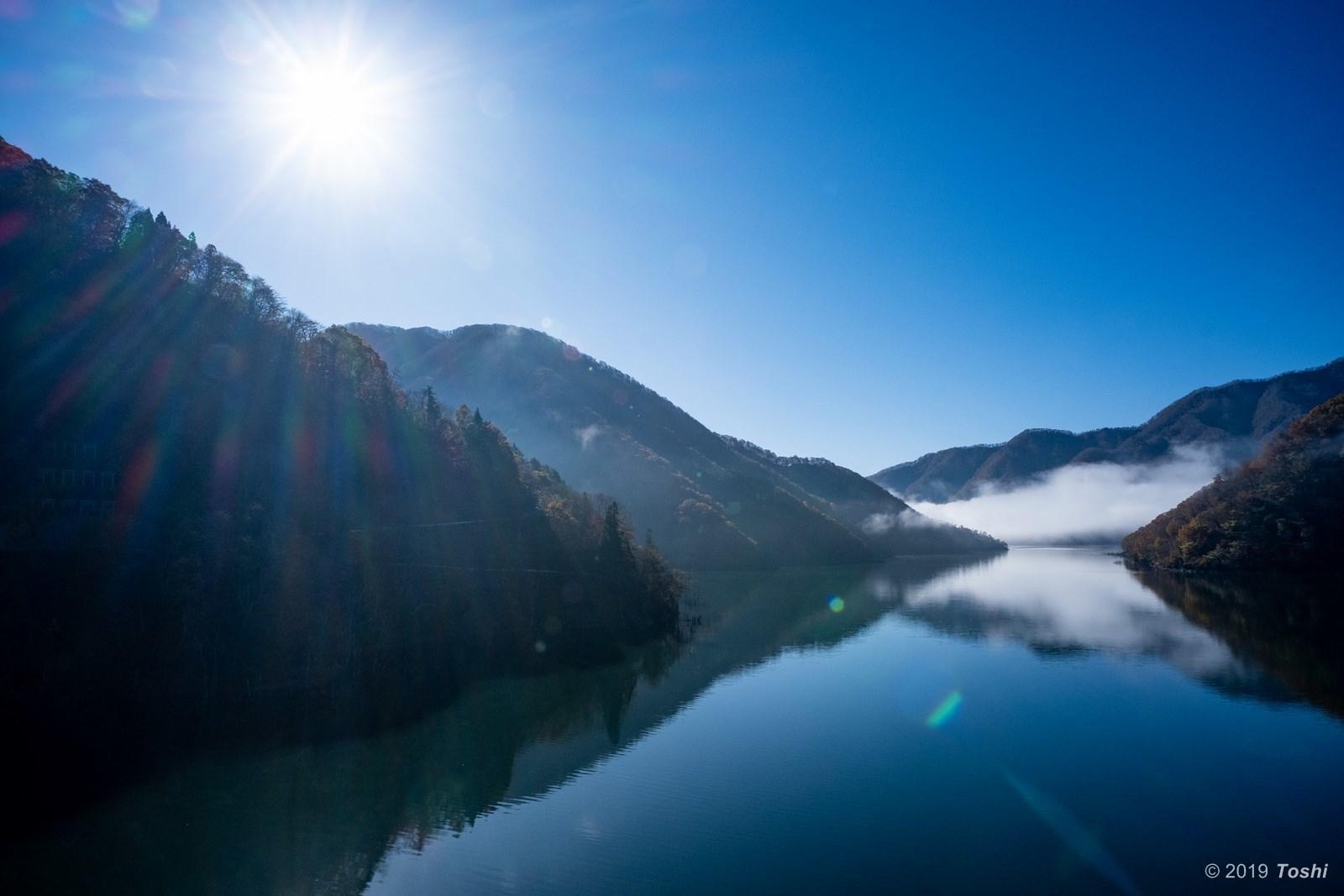 霧の徳山ダム 2_c0350572_21434709.jpg